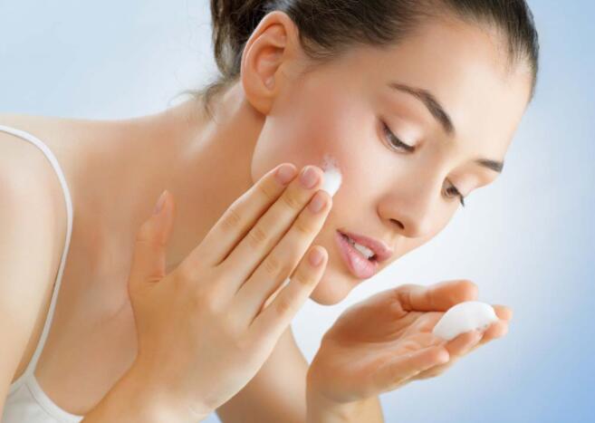 牙膏能够 洗脸祛痘吗?为何,牙膏洗脸有哪些益处?