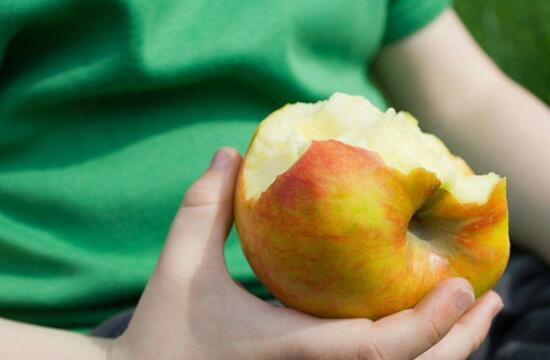 没吃完的苹果为什么会变色?还能吃吗