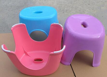 为什么塑料凳子中间都有一个小洞?