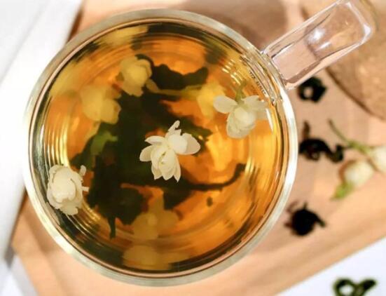蒲公英和玫瑰花泡茶
