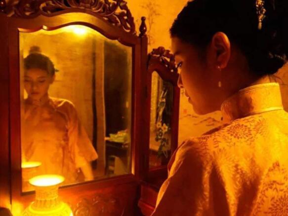 为什么晚上不能照镜子?